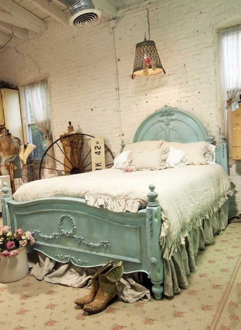 D:\KONTENESIA\job 7\6 Bedroom Ideas for Woman\Vintage Concept for bedroom interior - thespruce.com.jpg