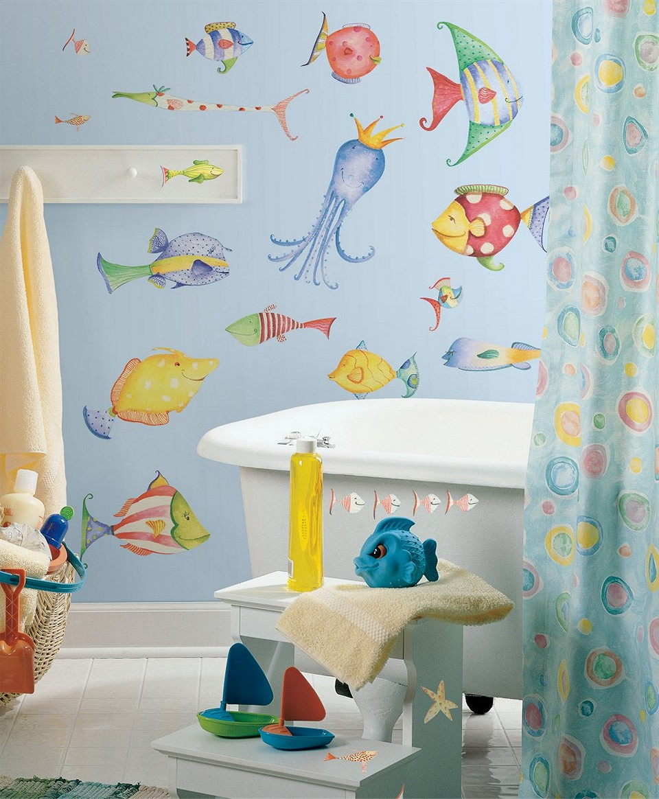 Sea-themed bathroom for children who love marine life